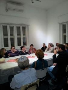 המפגש הראשון של התושבים עם הסטודנטיות ב״וילה״ של מכללת אמונה