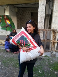 רחלי שליכטר, ״הנערה עם השק״, בגינה הקהילתית