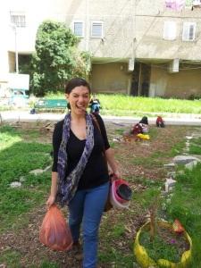 רחלי שליכטר, הנערה עם הכד, הגינה הקהילתית