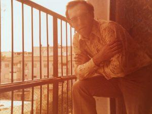 אבא שלי, חיים גרוס בתחילת שנות ה- 70 במרפסת הבית הרחוב הס 10 פתח תקווה